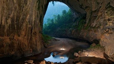 Environ 360 touristes réservent leurs billets pour découvrir la caverne de Son Doong