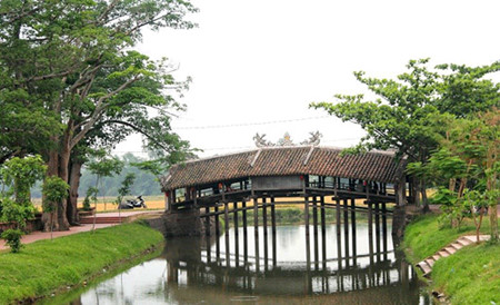 Huế's tile-roofed bridge a big tourist drawcard