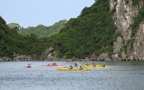 Cessation des activités de kayak dans la baie de Ha Long